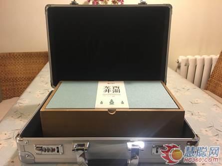 京东用密码箱+极速达配送贵重的头茬明前西湖龙井茶。