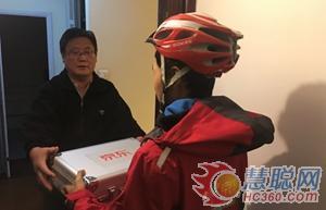 家住北京的朱先生已经收到了在京东预购的头茬明前西湖龙井茶。