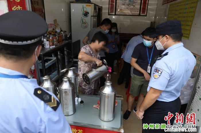 广州警方随机抽检凉茶:11家店铺非法添加西药