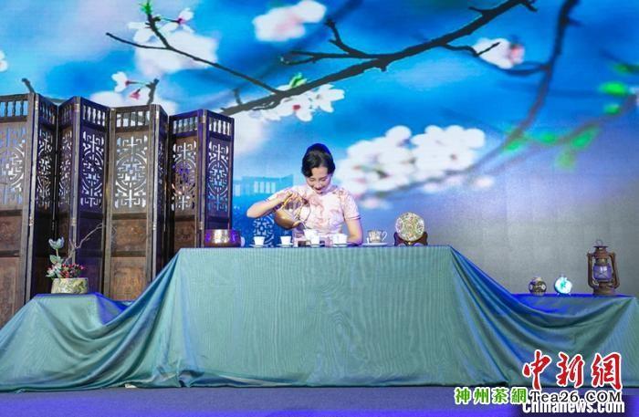 珠海茶博会开幕式上的茶艺表演 陆绍龙 摄